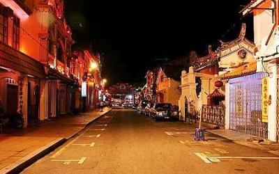 Jonker Street di waktu malam
